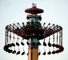 Knott's ride again strands passengers (this is why I don't go on these rides) On Wednesday at Knott's Berry Farm, a malfunction left 20 riders stuck 300 feet above the ground for about three and a half hours. Thankfully, to my knowledge, there were no injuries.     http://www.nolo.com/legal-encyclopedia/amusement-park-accidents-32457.html