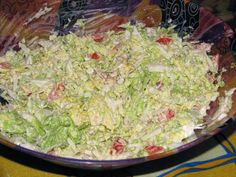 Surówka z kapusty pekińskiej, marchewki i czerwonej papryki - Przepisy kulinarne - Surówki Guacamole, Cabbage, Grains, Rice, Vegetables, Ethnic Recipes, Food, Essen, Cabbages