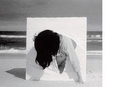 Projeto Lygia Pape | Obras | Anos 60 O Ovo 1967 Madeira pintada com têmpera, polipropileno 80cm x 80cm x 80cm