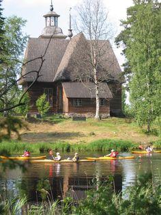 Wanha Witosen melojat, Petäjäveden vanha kirkko.    Canoeists. Petäjävesi old church.    http://www.petajavesi.fi/kirkko/  http://www.facebook.com/MatkaMaalle  http://www.keskisuomi.net/  http://www.centralfinland.net/