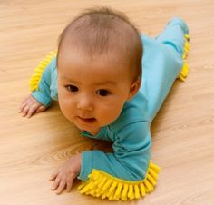 These baby mops are super soft and comfortable. The mop is made using ultra absorbent materials and engineered to clean and shine your floor. When your baby is done cleaning they are designed for easy on and off. Baby Mops make great baby shower gifts. Japanese Inventions, Crazy Inventions, Clever Inventions, Kids Gadgets, Cool Baby Gadgets, Awesome Gadgets, Crawling Baby, Gifts For Your Mom, Unusual Gifts