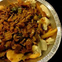 Poutine au Jackfruit Poutine, Jack Fruit, Vegan, Food Recipes, Vegetable Dish, French Fries, Eat