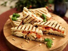 Savory Pastry, Snack Recipes, Snacks, My Cookbook, Bon Appetit, Pesto, Sandwiches, Food And Drink, Mozzarella