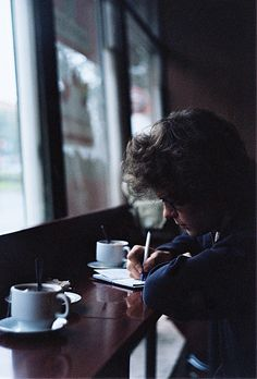 i think this is one of my fave Harry Pictures ever, him just sitting in a Café writing in his book Story Inspiration, Writing Inspiration, Character Inspiration, Edward Styles, Ravenclaw, Photography Poses, Vintage Photography, Photo Tips, Book Cover Design