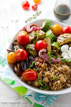 This ENERGIZING #salad is the perfect end to a day: Balsamic-Grilled Vegetables, Quinoa, #Tofu & Pine Nuts!