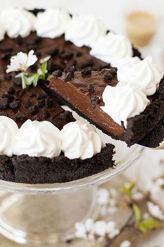 Ah bu ne kadar çikolata rüyası bir lezzet bilseniz, hemen pişirmeye koyulsanız da tatsanız! Sanırım onca sağlıklı, diyet seçenek bulma d...