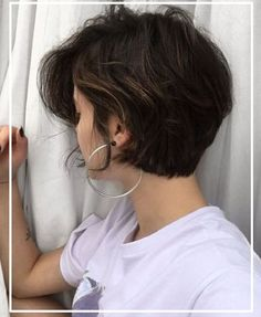 Stop Thinking That Short Hairstyles For Round Faces Do Not Look Pretty - Page 14 of 22 - Dazhimen Short Hair Styles For Round Faces, Short Hairstyles For Thick Hair, Short Hair Styles Easy, Wavy Hair, Short Hair Cuts, Bob Hairstyles, Medium Hair Styles, Curly Hair Styles, Short Hair For Round Face