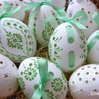 Do-it-yourself projects and craft ideas you can easily complete, no matter your skill level. Egg Crafts, Diy Arts And Crafts, Easter Crafts, Crafts To Sell, Egg Shell Art, Carved Eggs, Egg Tree, Egg Decorating, Craft Projects
