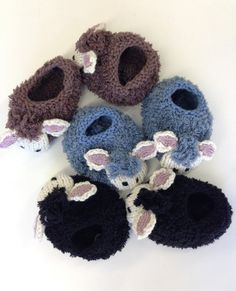 http://au.deramores.com/sheep-slippers-by-emma-wright-in-erika-knight-fur-wool-digital-version?utm_source=newsletter