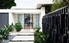 This Modern Home situated in a residential area of Melbourne was inspired by the architectural aesthetics of mid-century homes of Palm Springs, and at the same Mim Design, Retro Design, Melbourne, Outdoor Spaces, Outdoor Decor, Mid Century House, House And Home Magazine, Mid Century Design, Inspired Homes