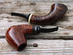 M. Kyriazanos evokes some 1940s Dunhill vibes with his bulldog set plus fresh pipes from Peter Heding and Jody Davis. http://smokingpip.es/2iHThtr
