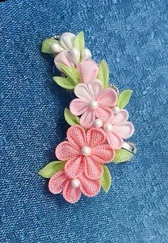 「つまみ細工」小花のイヤーカフ