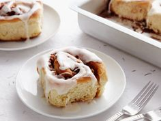 Cinnamon Rolls recipe from Paula Deen via Food Network- these are easy and so so so delicious! Paula Deen, Köstliche Desserts, Dessert Recipes, Dessert Bread, Yummy Treats, Yummy Food, Rolls Recipe, Sweet Bread, Food Network Recipes