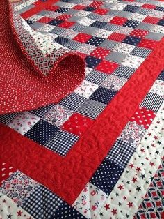 Patchwork Coperte Bambini 35 Ideas Your blanket – that comes with a mini scrub leading Quilt Baby, Boy Quilts, Quilt Bedding, Patchwork Blanket, Patchwork Quilting, Patch Quilt, Quilt Blocks, Bright Quilts, Scrap Quilt Patterns