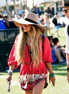 Festival boho, hippie style, Ibiza, mini dress, accessories, red, ethnic, Moda, summer fashion ZsaZsa Bellagio