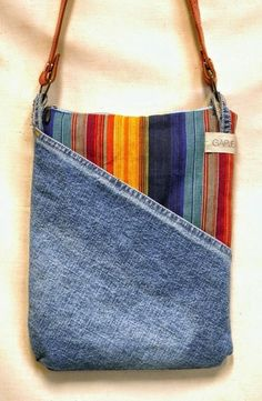 Newest Pictures Denim shoulder bag made from recycled, ethnic stripes - . Tips I really like Jeans ! And even more I like to sew my own Jeans. Next Jeans Sew Along I am planning # recycle jeans Jean Crafts, Denim Crafts, Denim Purse, Denim Bags From Jeans, Denim Shoulder Bags, Patchwork Bags, Fabric Bags, Diy Jeans, Sewing Jeans