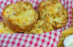 Simple and tasty Low Carb Bacon and Sour Cream Muffins baked with almond meal these keto muffins are gluten free! Simple and tasty Low Carb Bacon and Sour Cream Muffins baked with almond meal these keto muffins are gluten free! Ketogenic Breakfast, Low Carb Breakfast, Breakfast Recipes, Breakfast Ideas, Breakfast Muffins, Banting Recipes, Low Carb Recipes, Healthy Recipes, Healthy Breads