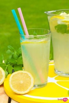 Domowa lemoniada cytrynowa, Home-made lemonade lemonade Smoothie Drinks, Smoothies, Polish Recipes, Healthy Drinks, Glass Of Milk, Liquor, Catering, Brewing, Good Food