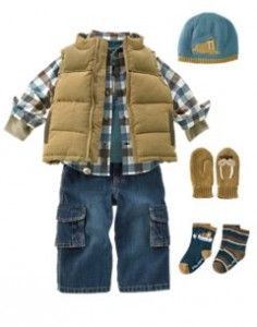 love this look! Cargo jeans must be okay for babies because I'd never let my husband wear those :)