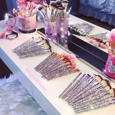 Who else loves a glamorous makeup vanity? 💕🙋♀️ Tag a Makeup lover who would be obsessed with these 🥰 . Lip Brush, Makeup Brush Set, Crystal Makeup, Make Up Storage, Fancy Earrings, Glamorous Makeup, Eye Brushes, Brush Sets, Trendy Accessories