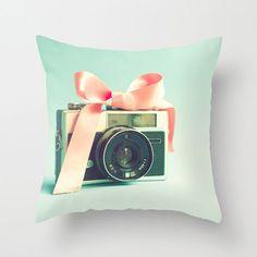 La muchacha vivero decoración niña almohada de por PrettyinMintShop