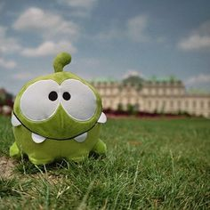 Om Nom is quite the world traveler! Can you guess where he is in this picture? Thanks Alex Tuck for sharing it! #cuttherope #omnom #cute #green #little #monster #love #yummy #candy #sweets #playing #play #mobile #game #games #phone #fun #happy #funny #face #eyes #smile #nice #aww #love #iphone #ipad #android #app