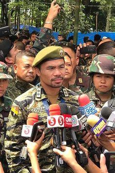 """Manny Pacquiao anunció que se unirá a la lucha armada contra el ISIS """"Ustedes son héroes"""", dijo el legendario boxeador filipino, quien luego de visitar las tropas de su país que combaten al Estado Islámico se comprometió a unirse a ellos"""