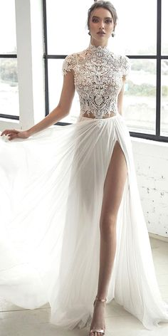 White bride dresses. All brides dream about finding the most suitable wedding day, but for this they require the best wedding outfit, with the bridesmaid's dresses complimenting the brides dress. Here are a few suggestions on wedding dresses.