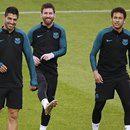 """Messi e Suárez conversam com Neymar: """"Não pode nos deixar agora"""""""