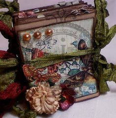 mini album - I Love this little book!  Have to make some!