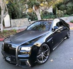 coolest looking rolls royce i have ever seen - Best Luxury Cars Voiture Rolls Royce, Rolls Royce Cars, Rolls Royce Black, Rolls Royce Wraith, Rolls Royce Phantom, Maserati, Lamborghini, Cadillac, Lux Cars