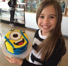 Kenzie & her minion cake