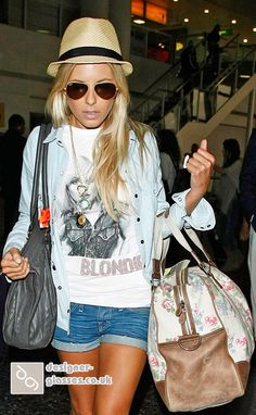 Music Festival: Mixing denim colours- Bleached denim shirt and blue denim shorts. Straw trilby,aviators - fab overall look for a summer Music Festival! King Fashion, Fashion Photo, Mollie King, Colored Denim, Blue Denim, Bleached Denim, King Style, My Style, Daily Fashion