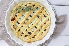 Vegetarische Kürbis-Feta-Pie mit karamellisierten Zwiebeln