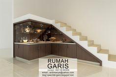 desain lemari kaca bawah tangga finish HPL motif kayu #arsitek #interior #makassar #gowa #takalar #render #rumah