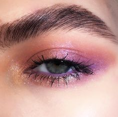 The eye with a cosmos vibe is gradually becoming a fad - Aida Biermann Makeup Eye Looks, Creative Makeup Looks, Cute Makeup, Party Makeup, Eye Makeup Art, Eye Makeup Glitter, Glossy Makeup, Eyeliner, Eyeshadow