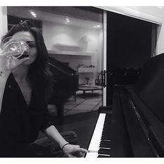Read Black White Girl from the story iconella by darkhub (-) with 76 reads. Phoebe Tonkin, Estilo Gigi Hadid, Foto Casual, Foto Pose, Black N White, Aesthetic Photo, Girl Photos, In This Moment, The Originals