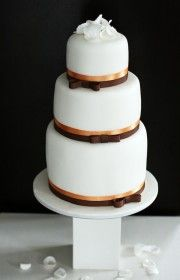 Original design, awesome taste, delicious flavour - this is home made wedding cakes by Vera Marsalli - wedding studio/agency www.verama.cz