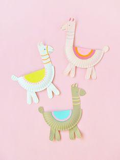 Easy Kids Craft | DIY Paper Plate Llamas #DeltaPaint #PlaidCrafts #CuteCrafts