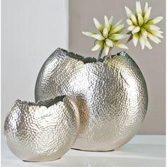 """Vase """"Cut"""" Artikel-Nr  B00K19HZ80 Zustand  Neu  Vase """"Cut"""" aus Aluminium · champagnerfarben · matt handgearbeitet (auf dem Foto links)"""