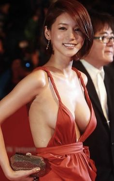 Korean Actress & Model Girl Oh In Hye Where did the rest of her dress go? Love her make up though