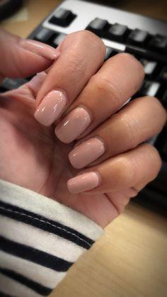 Fall nude gel polish dnd 487 hair styles in 2019 ногти, дизайн ногтей, диза Manicure Rose, Fall Manicure, Fall Nails, Gel Manicure Designs, Manicure Colors, Manicure Ideas, Nails Design, Dnd Gel Nail Polish, Gel Polish Colors