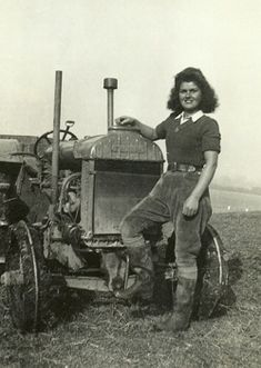 Land Girls were classic examples of cool girly style: badass enough to leave their homes and take up work on a farm, but still managing to  maintain an iconic freshly-scrubbed sexiness.