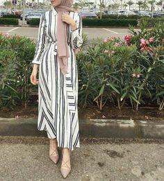 IG: _sarahhesham Source by dresses hijab Modern Hijab Fashion, Street Hijab Fashion, Islamic Fashion, Muslim Fashion, Modest Fashion, Fashion Outfits, Abaya Fashion, Hijab Fashion Summer, Emo Fashion