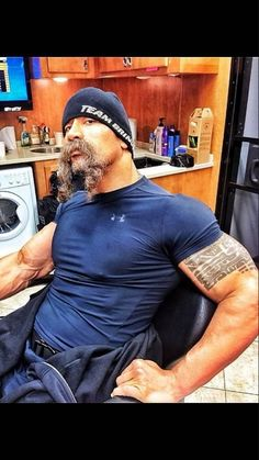 """Dwayne """"The Rock"""" Johnson's manly participation to Movember"""