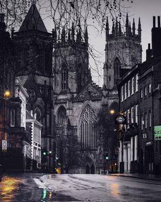 """Massimiliano Lazzi on Instagram: """"Per le vie di York Durante il viaggio in Gran Bretagna organizzato in collaborazione con @lovegreatbritain, durante due missioni Bond,…"""" York Uk, Cathedral, Bond, Building, Travel, Instagram, Viajes, Buildings, Cathedrals"""