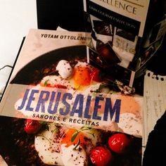 O post desse semana e sobre esse livro incrível! Passa lá! #ottolenghi #receitas #homemade #euquefiz #instafood #foodstagram #blogger #foodie #homecook #gastronomia #gourmet #cookbook #foodphotography