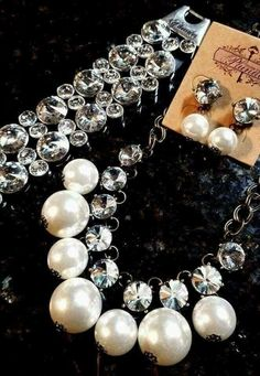 Who doesn't love bling and pearls! #amandasvintagetouch #directsalesjob #extramoney #plunderdesignjewelry