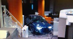 Analizando la  actualidad: Un hombre estrella un coche en la sede del PP con ...
