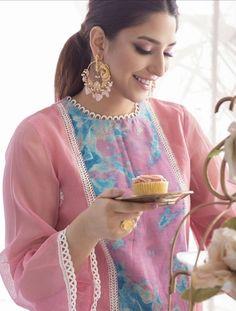 Simple Pakistani Dresses, Pakistani Fashion Casual, Pakistani Dress Design, Indian Dresses, Indian Fashion, Fancy Dress Design, Stylish Dress Designs, Embroidery Suits Design, Embroidery Fashion